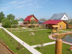 Отдых молодежи на природе в загородном коттедже